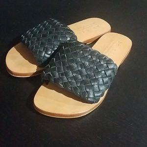 Bu tuki slip on leather sandals